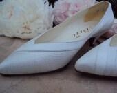 New Old Stock - Pretty in white, never worn, vintage 80s kitten heels
