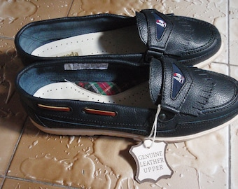 Navy blue, never worn, vintage 80s, leather boat shoes in size 9