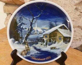 Vintage Royal Bayreuth 1974 Christmas plate