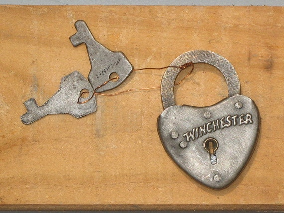 Authentic ANTIQUE (not a repo) -- Winchester heart shaped lock/2 keys