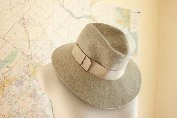 Wide Brimmed Hat. Felt Hat. Gray Hat. Hat with Ribbon. Annie Hall. Liz Claiborne