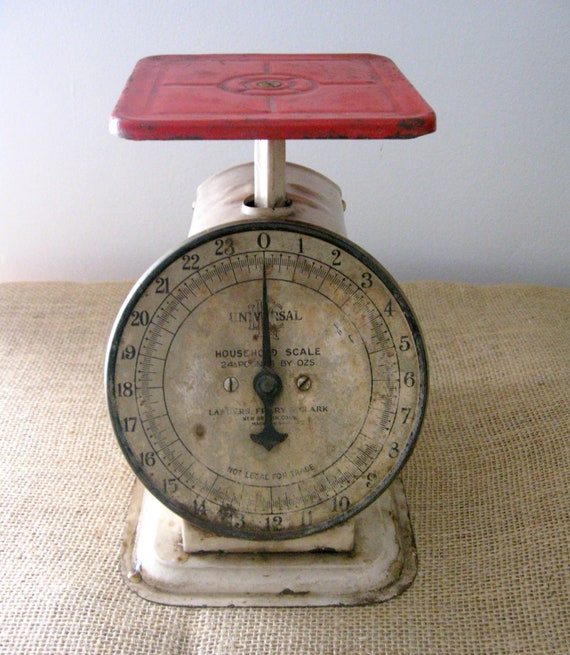 Vintage Kitchen Scale with Farmhouse Red Top and White Body, Univeral Scale from Landers, Frary & Clark