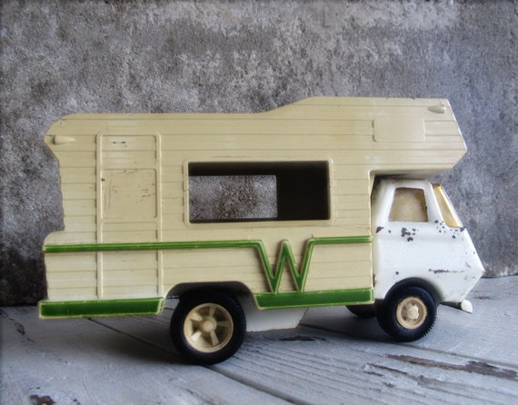 Vintage Tonka Winnebago RV Camper / Beige Green / Plastic Metal / Toy Car Collectible / Beach Lake House Decor / epsteam