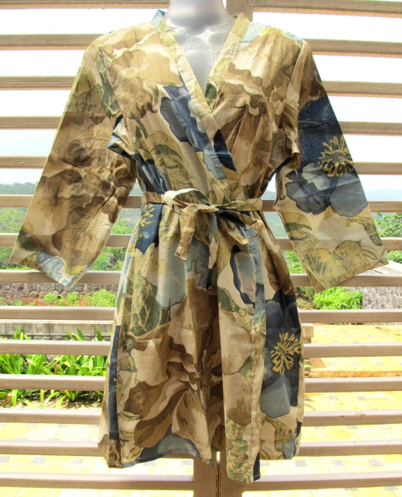 Kimono getting ready robe crossover style - bridesmaids gift, bridal shower party, party favors, wedding photo prop