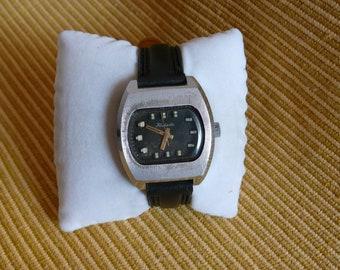 "USSR (Soviet Union)  ""RAKETA"" (rocket)  black dial 16 jewels wrist watch 1960   rare VERY good condition"