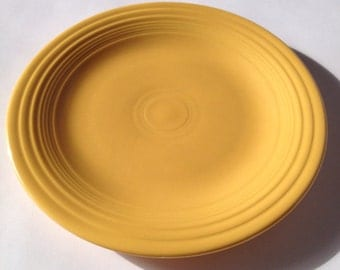 Original unmarked fiestaware dinner plate in yellow