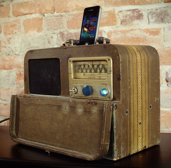 ipod iphone charging station with speakers from vintage radio