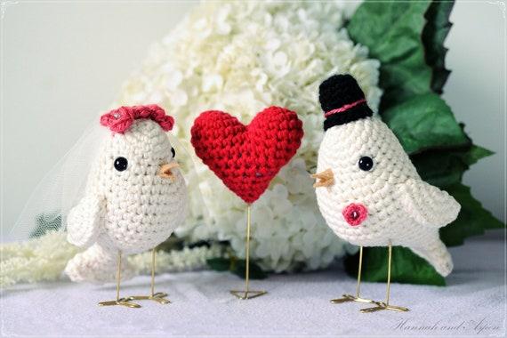 Crochet bird wedding cake topper - Crochet bride and groom birds - Wedding cake topper - Set of love birds and a red heart
