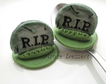 Edible Halloween cupcake toppers - 3D TOMBSTONE- Fondant cake decorations Halloween Cupcakes Grave yard (3 pieces)