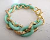Single chain, mint and gold interlocking bracelet