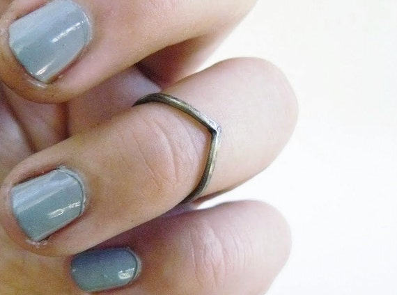chevron ring // sterling silver // sizes 1-12