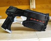 """Judge Dredd 2000AD """"lawgiver"""" blaster movie cast prop kit"""