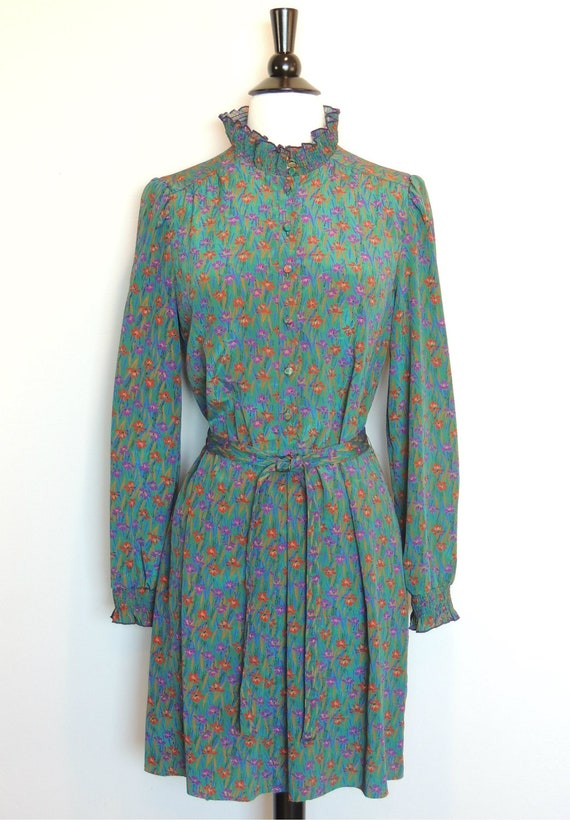 SALE TODAY ONLY Vintage 70s Floral Dress with Victorian Style Collar