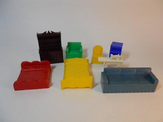 Plastic dollhouse furniture, Mar