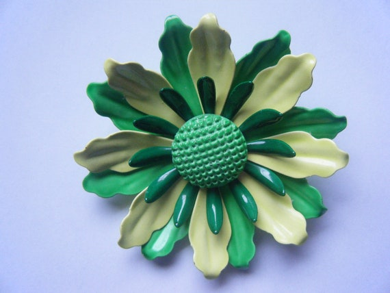 Vintage Enamal Green Lime Daisy PIn Brooch