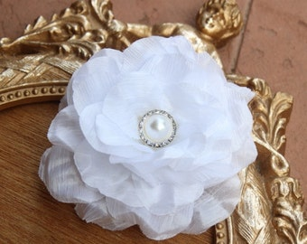White  color flower  clip with buckle
