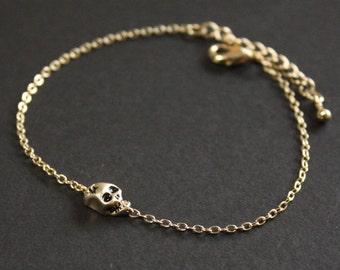 Skull head bracelet in gold