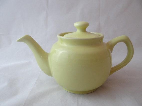 Traditional English Teapot - Sunny Yellow