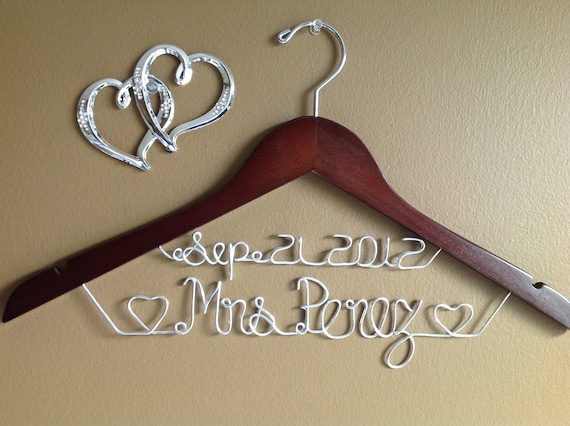 Bridal Hanger with hearts, Personalized Bridal Hanger, Bridesmaid hanger,Bride,Name Hanger, Wedding Hanger, Personalized Bridal Gift