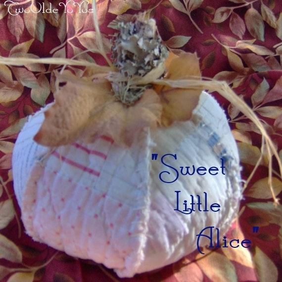 Vintage QUILT PUMPKIN Named Sweet Little Alice Home Cabin Cottage RV Dorm Holiday Decor Gift