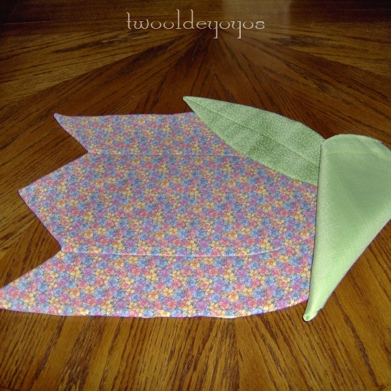 TULIP PLACEMAT and NAPKINS Set of Four in Pastels