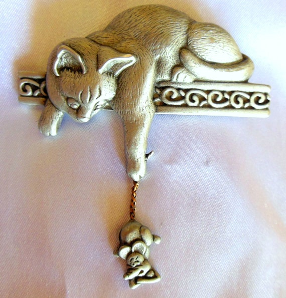 Vintage Brooch Fun Feline Figural Signed JJ In Pewter with a Kinetic Free Swinging Mouse