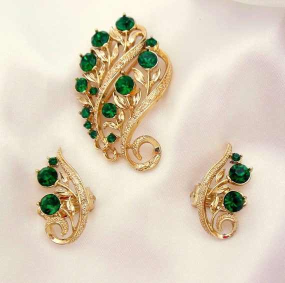 Lisner Brooch and Earring Set With Green and Gold
