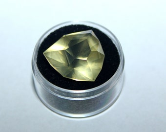 Oro Verde Quartz Shield