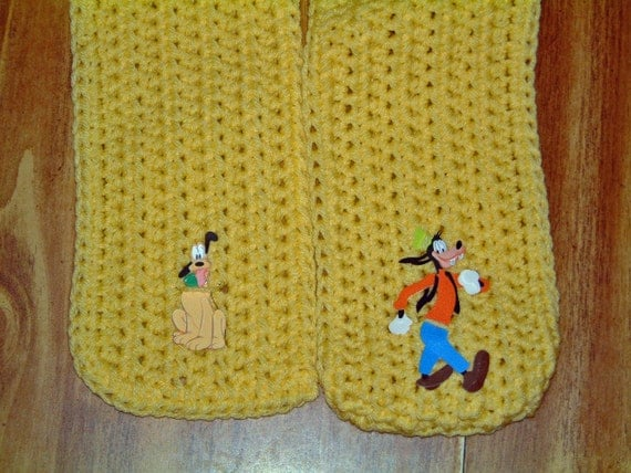 Double Dogs -- Pluto & Goofy -- A Little Scarf for Mickeys Friends