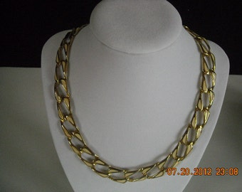 vintage goldtone and white necklace and bracelet...no8