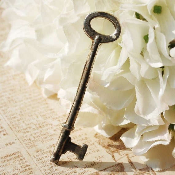 Antique Skeleton Key, Large Key, Light Aged PATINA Metal, Paint Splatter, 1800s Victorian, Steampunk Necklace Pendant, Housewares Decor