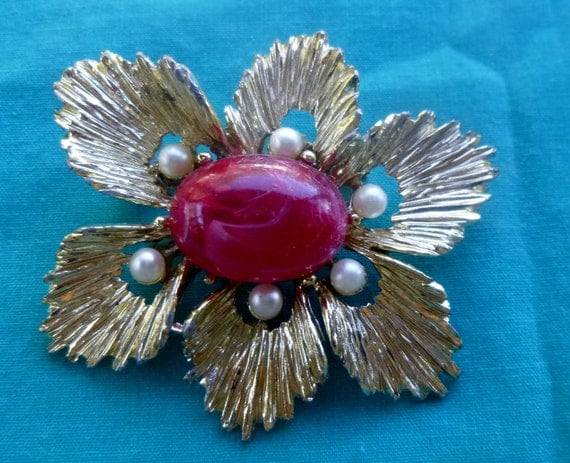 Vintage Jewelry Brooch Gold Tone Faux Pearl Red Center Flower Nature Inspired Retro