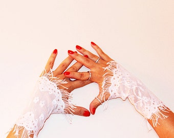 white Bridal Wrist Cuffs,Gothic Gloves, Lace Gloves , Bride,Bridal Lace,Wedding Gloves,Romantic,Fashion