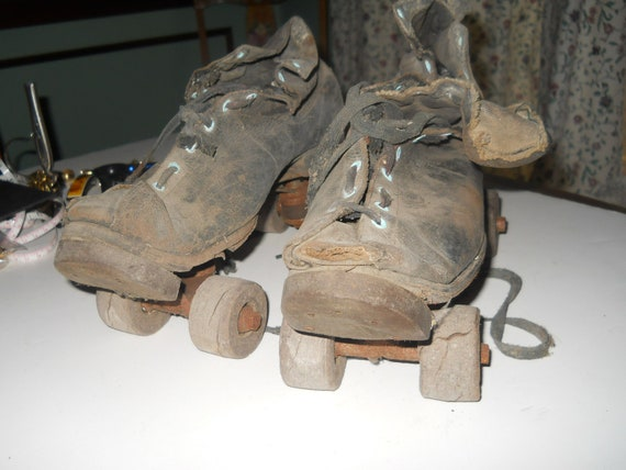 Antique/vintage mens chicago rollerskates/ware brothers patent pending 1914 well used in the day and by me after the day.