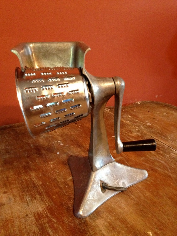 Vintage Crank Cheese Grater : Vintage hand crank cheese grater