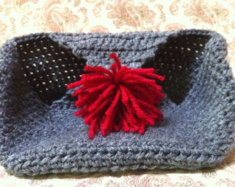 Holiday crochet gift tote grey with red pom