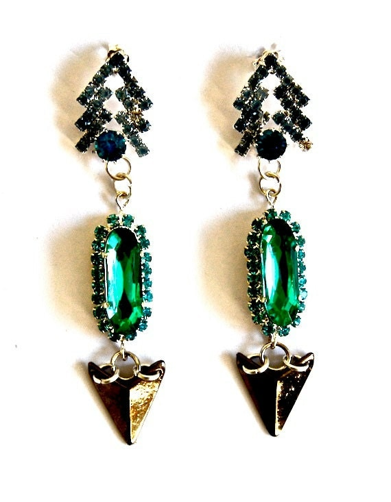 Drop metal earring made with crystals, pike and stone in shiny vivid green.