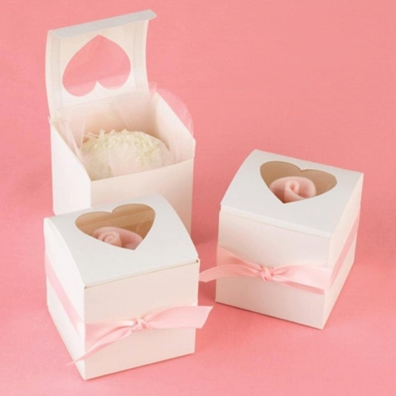 Items similar to Single Cupcake Holder Gift Box with Heart ...