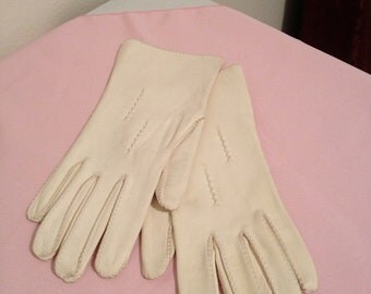 Oh So Jackie O White Leather Gloves