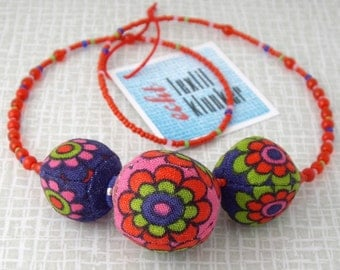 flowered 70s fabric necklace