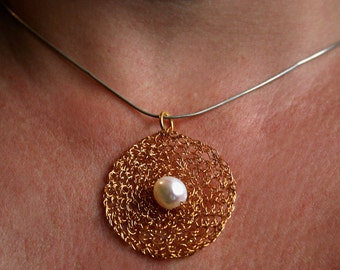 Pendant gold plated wire bead silver Suesswassserperle about elegant simply white diameter: 3.7 cm
