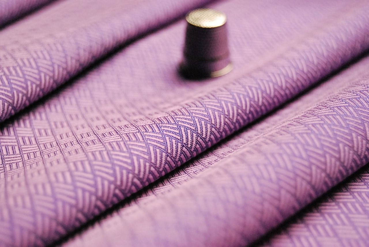 Haute couture fabric 100 tha silk weaving pattern mauve for Coupon haute couture