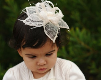 Bridal Fascinator for women or girls. Great for weddings,  parties or any other special occasions.