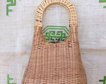 Vintage Woven Purse with lining and clasp closure