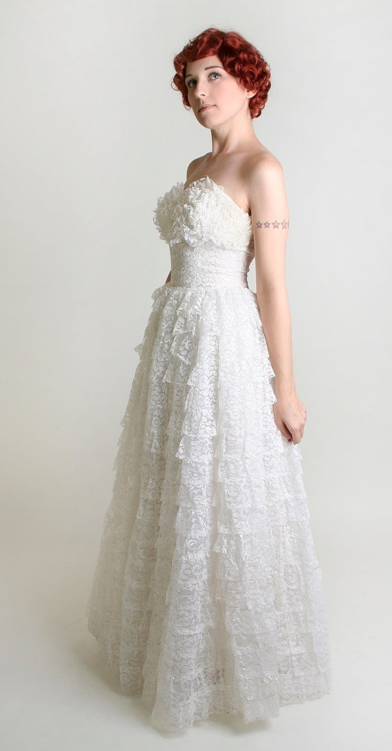 Vintage 1950s Wedding Dress - Strapless Pure Snow White Winter Ruffle Lace Dress - Small