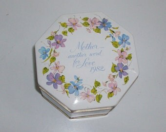 1982 Avon Loving Treats Tin With Violets
