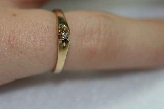 RING- Vintage 10k Gold and Diamond Ring