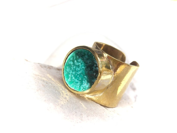 Adjustable ring, in brass and  jade ceramic