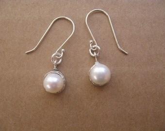 Pearl Earrings, Pearl Drop Earrings, Sterling Silver and Pearl Dangle Earrings, Delicate Earrings. Bridal Jewelry, Pretty Pearl Earrings