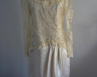 Vintage PATRA Sheer Venise Lace Wedding Dress in Ivory Size 8
